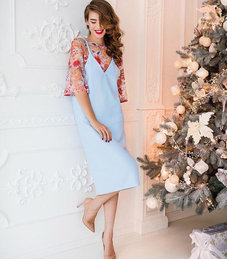Wooohooo #betrendy_christmas  Когда очень хочется сказки Сарафан небесного цвета ,прямого кроя из плотной костюмной ткани и воздушный топ с дизайнерским цветочным рисунком  Betrendy.eu +380975302121
