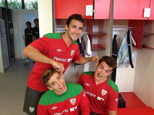 Ustaritz Aldekoaotalora pulling Iker Muniain's and Ibai Gomez's ears. I love this team.