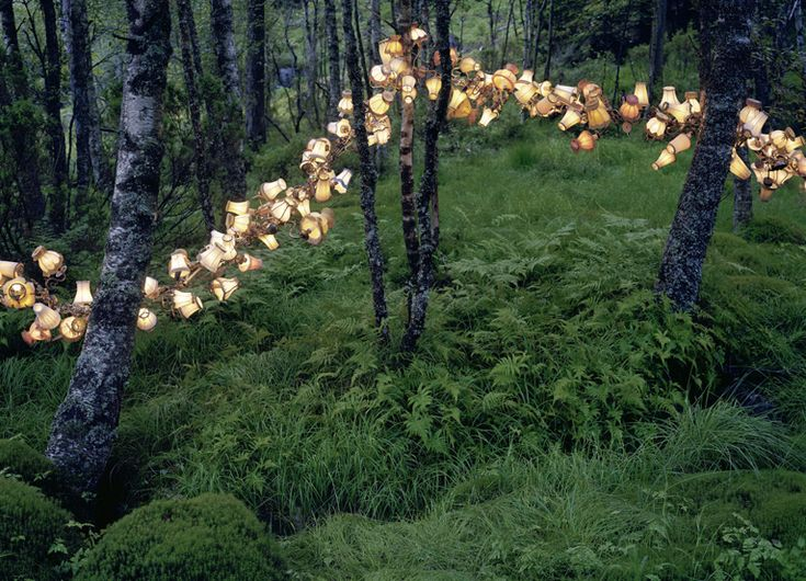 The stunning light sculptures here are by the Norwegian installation artist Rune Guneriussen, who finds magic and inspiration in his native landscape.