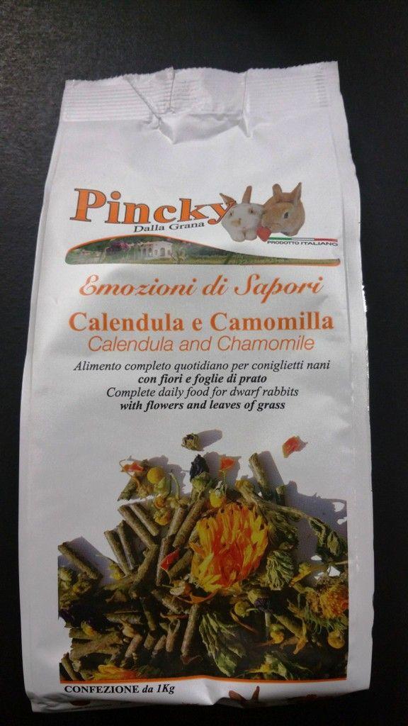 PINCKY+di+Dalla+Grana,+è+un+eccellente+prodotto+Italiano,+completamente+prodotto+in+Veneto,+solo+con+ingredienti+naturali+appena+raccolti. Pincky+rappresenta+l'alimento+completo+e+quotidiano+per+coniglietti+nani,+con+fiori,+foglie+di+prato. Ingredienti: Composizione:+farina+di+erba,+farina+di+crusca+di+grano,+avena,+orzo,+matricaria+recutita+(2%),+cloruro+di+sodio,+malva+sylvestris,+lieviti,+mela,+calendula+officinalis+(1%),+carota,+farina+di+soia+tostata,+taraxacum+officinalis...