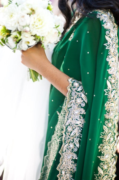 I'm seriously in love with the details and the color of these saris for the bridesmaids. <3 Inspiration.