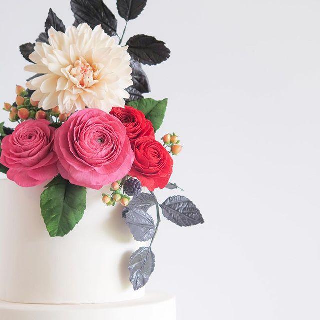 Sugar flowers on a wedding cake by Cake Bijou Australia #ranunculus #dahlia #sugarart #cakedesigner #artist #edibleart #edibles