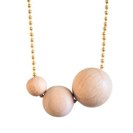 Tripla, kulta | Weecos #annieeleanoora #tripla #triple #woodandgold #puutajakultaa #kaulakoru #puuhelmet #necklace