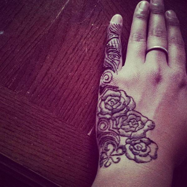 best 25 rose henna ideas on pinterest thigh tat henna tattoo wrist and rose mehndi designs. Black Bedroom Furniture Sets. Home Design Ideas