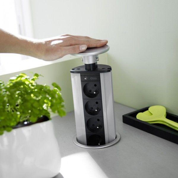 Bloc de prises encastrable pour petite cuisine  http://www.homelisty.com/amenagement-petite-cuisine/