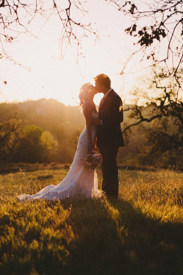 When I think of California weddings, I think of gorgeous light, al fresco affairs and stunning couples - so this pretty little party byKatie Shuler Photographyis the perfect example of why I will never tire of weddings in that stunning state.