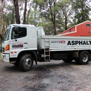Custom Asphalt are experts when it comes to asphalt and crushed rock driveways. We also specialise in  #drivewayedging.