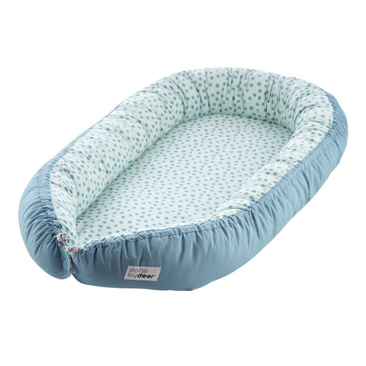 #Vauvapesä #Unipesä #Babynest, Done by Deer, Cozy nest, Happy dots, Blue. Tutustu valikoimaamme  ja tilaa ihana ja laadukas vauvapesä helposti verkkokaupastamme www.vauvapesa.fi!
