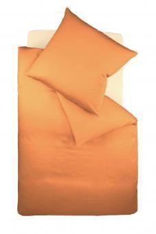 Manche mögens Orange... Viele Männer stehen drauf. Hier als bügelfreie Jerseybettwäsche. Dazu noch ein graues Laken oder apfelgrünes Kissen und schon kann sich das Schlafzimmer sehen lassen.