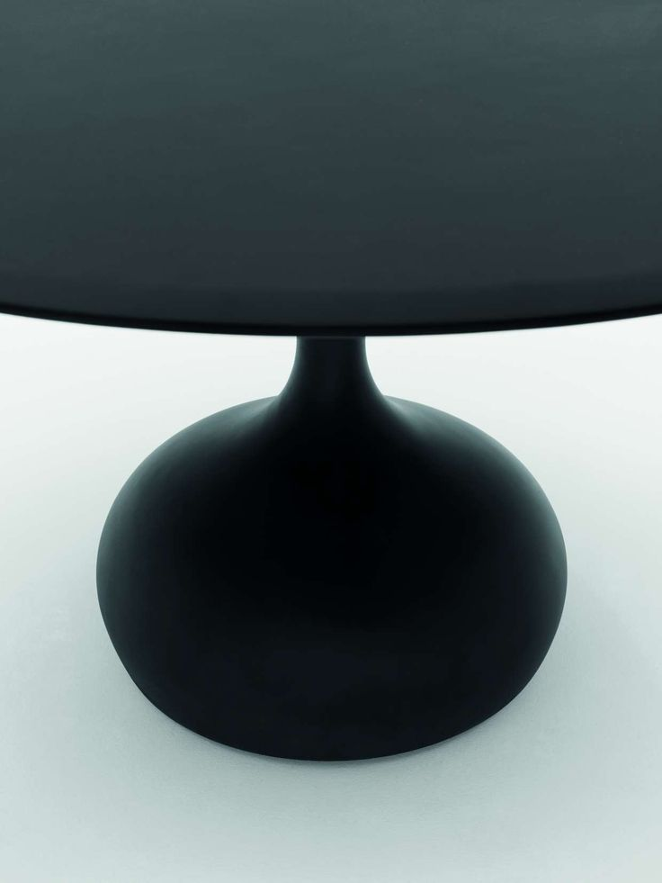 saen table by Gabriele & Oscar Buratti. The base of saen is made of concrete, an original material with a healthy dose of speciality. It is easy to mould, has a plain texture and is sufficiently heavy. It is resistant even with its thin sections and it has soft, tactile surface finish. Concrete symbolises modern architecture and it transpires as a fantastic yet unexpected material which lends itself to experimentation in shape and colour.