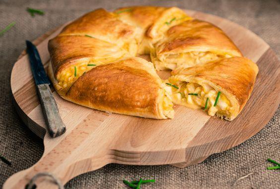 Pasen vieren met een paasbrunch? Met die gevuld paasbrood met eiersalade is het feest compleet.