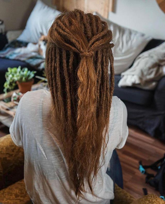 Diese Wunderschone Mahne Hat Marina Dreadfactory Gezaubert Sina Hatte Zunachst Unterhaar Dreads Und Dann Wurden Es Eb White Girl Dreads Dreads Hair Beauty