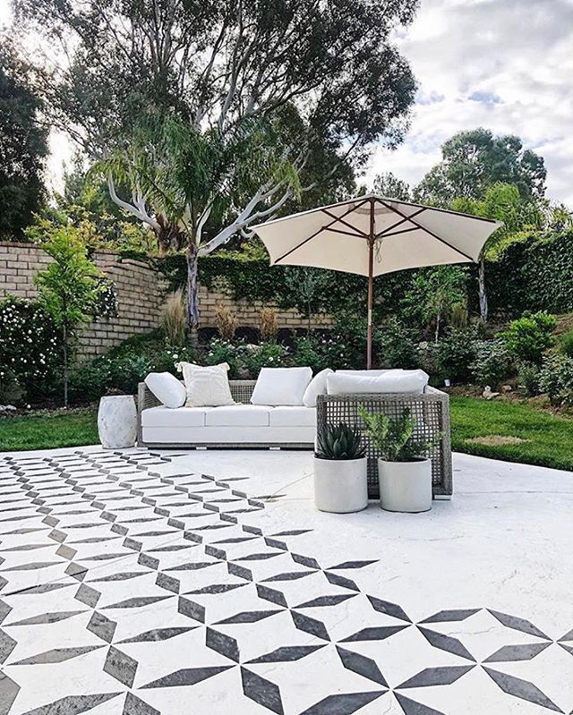 Diy Painted And Stenciled Outdoor Patio Makeover Ideas On A Budget Using Easy To Use Tile Stencil P Concrete Patio Makeover Patio Makeover Backyard Renovations