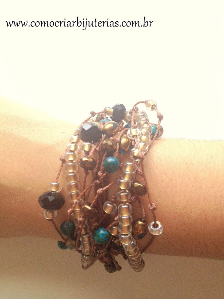 Tutorial : Step by step bracelet-style Hippie Chic..This page should automatically ask if you want to translate it, if not, use a website translator..This is a great diy jewelry making blog.