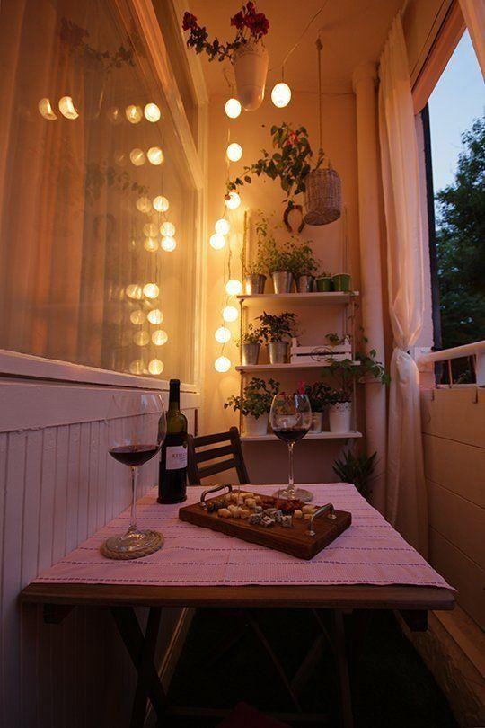 terrazas pequeñas - iluminación apartment therapy