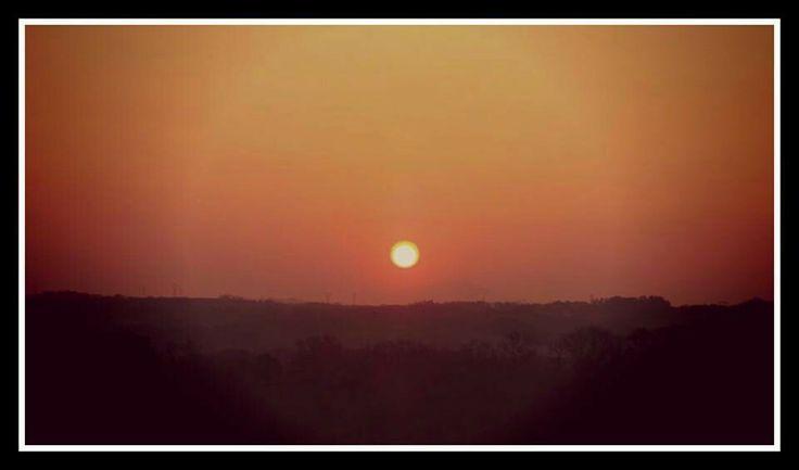 Lever de soleil... Présage d'une belle journée :-D.  #Urrugne #leverdesoleil www.urrugne.com