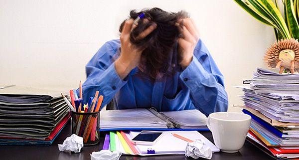 El Síndrome de Burnout es una sensación de fracaso y una experiencia agotadora resultante de una sobrecarga por exigencias de energía, recursos o fuerza espiritual.