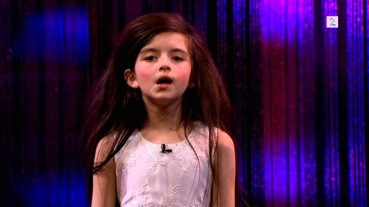 """Amazing seven year old sings Fly Me To The Moon (Angelina Jordan) on Senkveld """"The Late Show"""""""