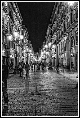 Nocturna, Calle Alfonso ( Zaragoza ) #blackwhite http://pinterest.com/sucailiu/ calle Alfonso my favorite street!!!!!