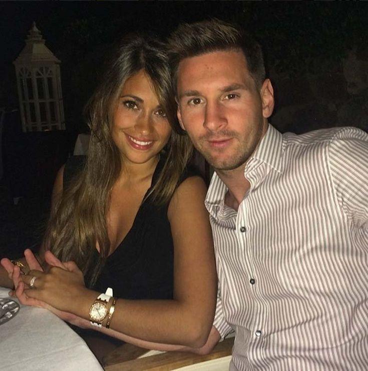 Messi and Antonella Roccuzzo having a romantic dinner