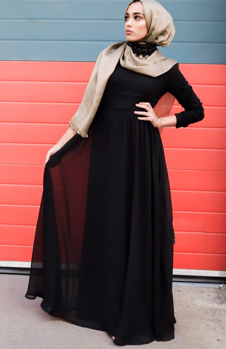 An essential for every wardrobe! A stunning black maxi dress of chiffon material with full lining underneath, fitted around the waist giving it a t...