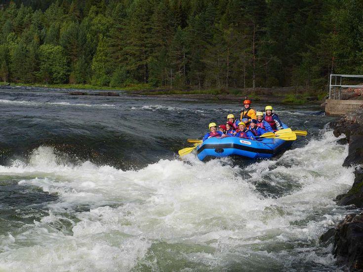 Stoere kinderen bij je? Dan moet je in Zuid-Noorwegen gaan raften op de Otra rivier, op een uur rijden van Kristiansand. Een gave ervaring voor gezinnen.