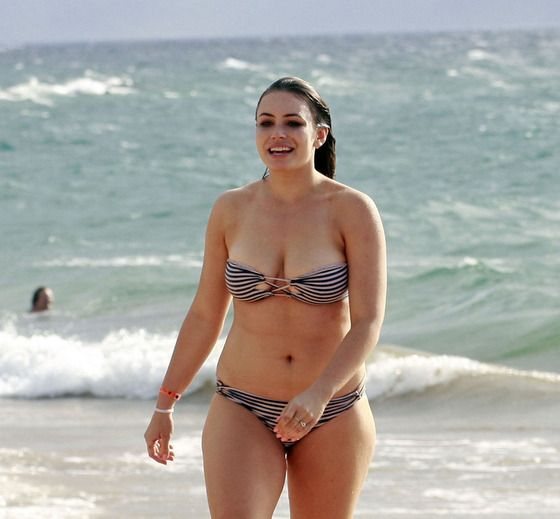 sophie simmons frolics in a bikini popular posts and upcoming movies. Black Bedroom Furniture Sets. Home Design Ideas