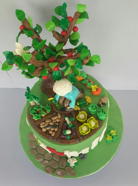 Sugarpaste garden cake
