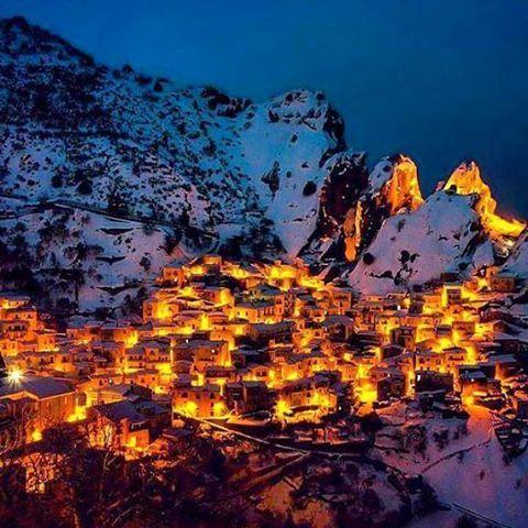 The beautiful Village of Hewraman in Winter, Province Kurdistan, Iran. | surfingpersia.com