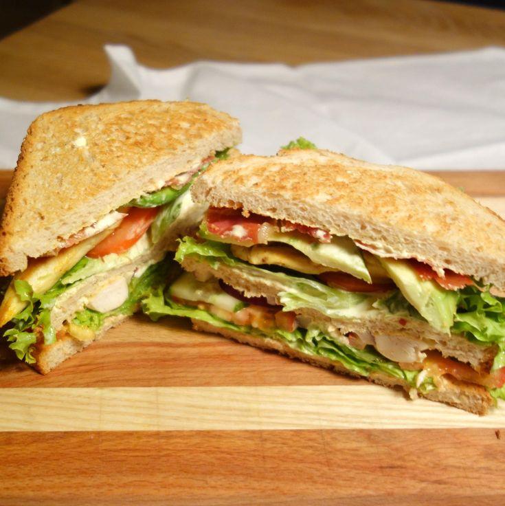 En af mine yndlings-caféretter er Clubsandwich, fordi den bare smager godt med kombinationen af brød, kylling og karry - og så er den let af lave derhjemme.