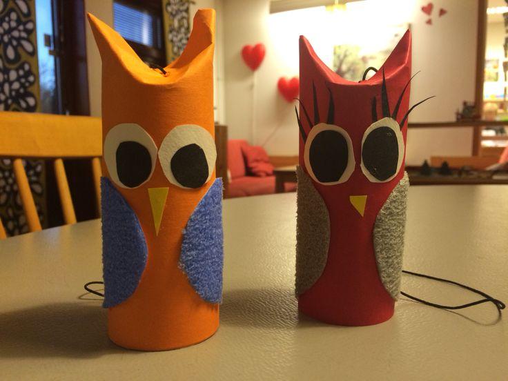 Owls made of paper rolls and coloured papers / Ugglor gjorda av toarullar och färgglada papper
