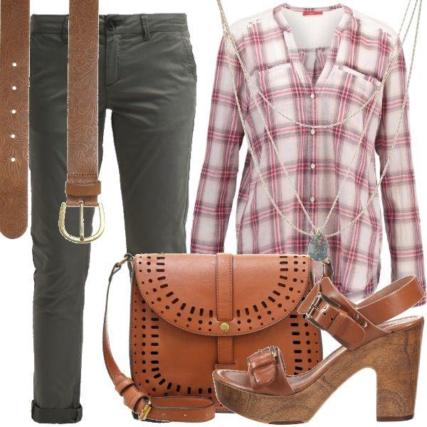 Una versione più grunge dei  pantaloni risvoltati se abbinati alla camicia check ed a scarpe borsa e cintura nelle tinte dei cuoio. L'ideale per girovagare il mattino o il pomeriggio in città.