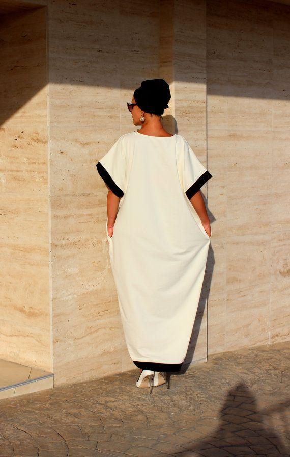 Black and off white Caftan Abaya Maxi Dress by cherryblossomsdress
