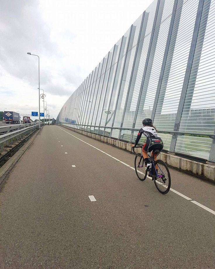 The Netherlands just do it better and @ione.johnson is living it! 1 month of post tour pro criterium races are on the agenda