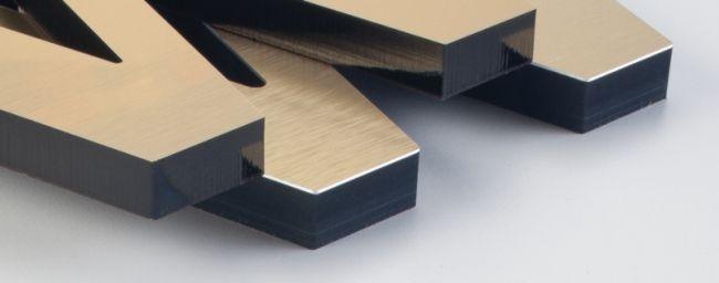 Acrylaat freesletter met een bronzen metaal afwerking