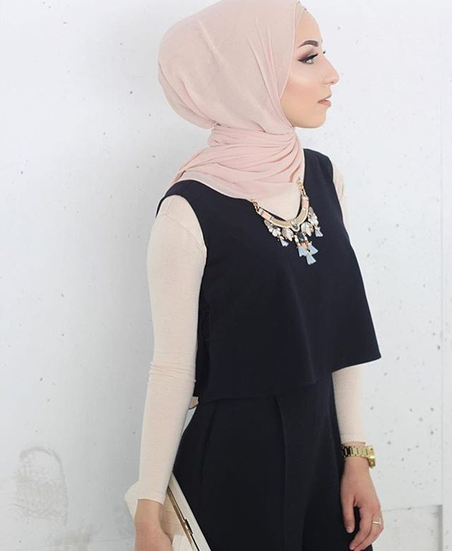 Style for daaaaayzzz! Nude Blush Premium Chiffon. Love the texture and weight! #hijab #fashion #hijabfashion #modestfashion #ootd