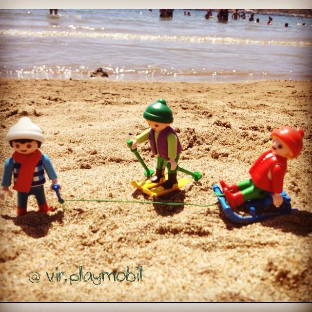 We haven't snow but... Enjoy the beach!! ❄️ #playmobilfigures #playmobillovers #playmobilporelmundo #playmo #playmobilespaña #famobil #clicks #iloveplaymo #playmo #playmobilfan #playmobilmania #toycreativity #playmobilcollectorclub #geobra #playmyplanet #iloveplaymo #iloveplaymo #playmobil #playmobile #toystagram #toyartistry #toyfusion #beach