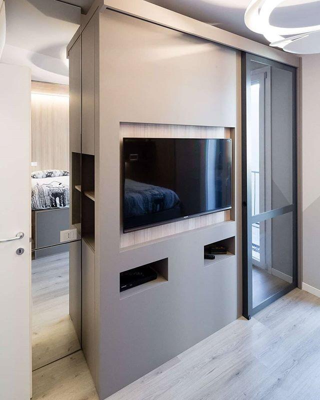 Armadio Alluminio Su Misura.Cabina Armadio Su Misura Con Vani Porta Televisione E Decoder