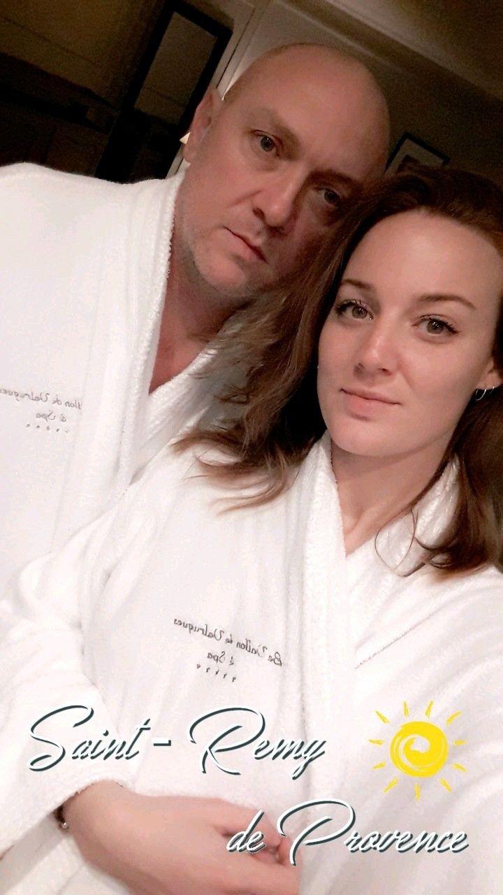 """""""#prepare un #sac , je t'#emmène en #weekends #surprises !"""" 😍✌ ❤ #merci❤️ #beaucoup mon #Amoureux !! ❤ #twinclochette #Snap strclochette #emmenemoi #weekendoff #spa #hammam #sauna #jacuzzi #piscines #massage #massageduo #amoureuxparfait #beaucoupdamour #thanks #thankyouu #surprisebox #detente #detente #gastronomie #weekendenamoureux #stremydeprovence #levallondevalrugues #lesbauxdeprovence"""