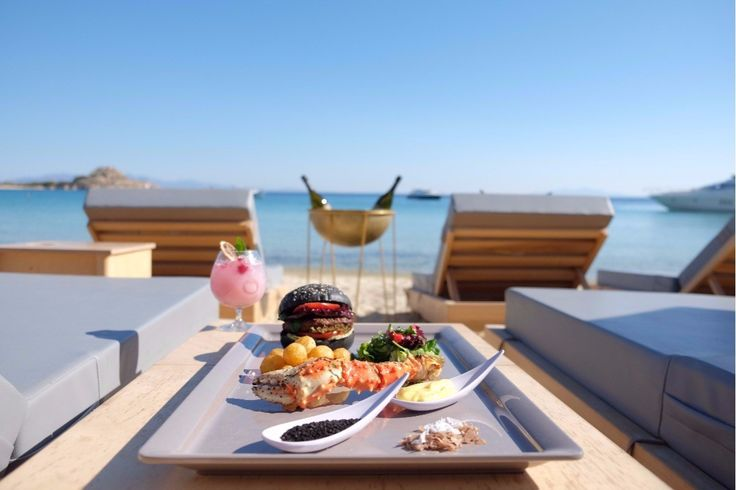 Summer mood and food is still on! The only thing that you have to do is visit the DK Oyster Bar & Restaurant by the #beach of Platys Yalos in #Mykonos!