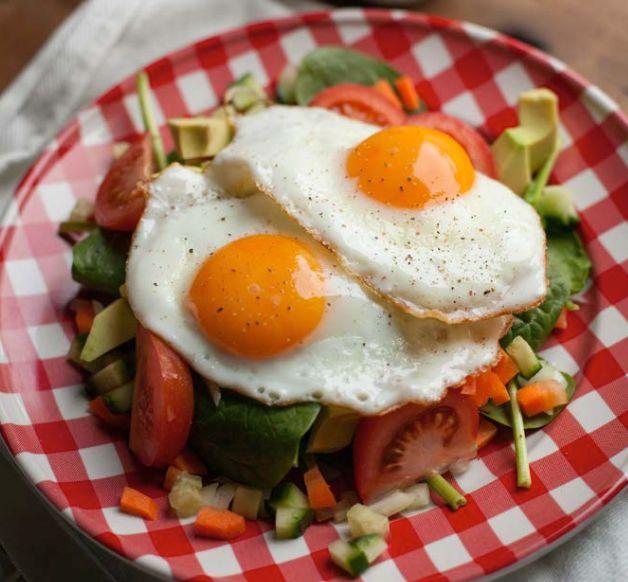 Heerlijke Paleo ontbijt salade met ei