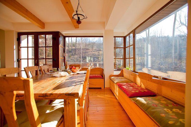Superbe covoare, tapiserii si cuverturi traditionale tesute de Rozica Miclescu