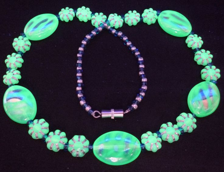 """16"""" 410mm Czech Glass Beads Necklace Uranium Mint Green Vtg UV Glowing by MuchMoreThanButtons on Etsy"""