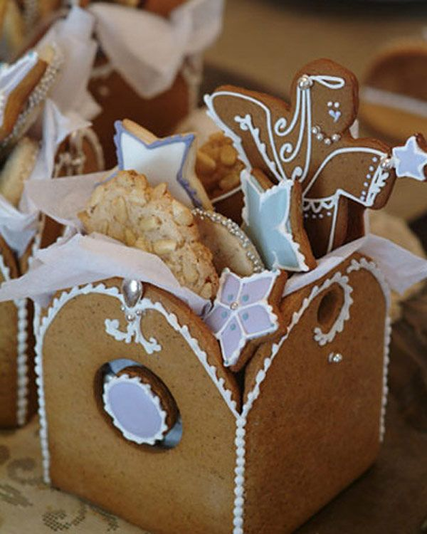 et hop une biscuit box pour déco table et kdo homemade :) Gingerbread box ~ perfect for Christmas cookies.....<3