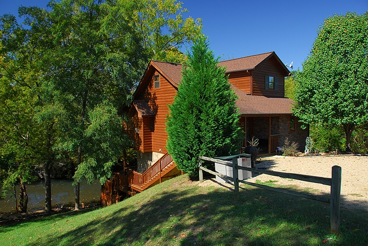 Riverdance is a three story two bedroom log cabin with a for Three story log cabin