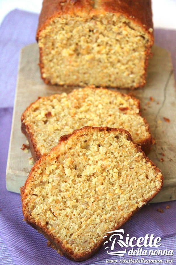 Un plumcake ideale per la colazione fatto con farina integrale, profumato con le carote e reso croccante dalla presenza delle nocciole. Da provare! Procedi