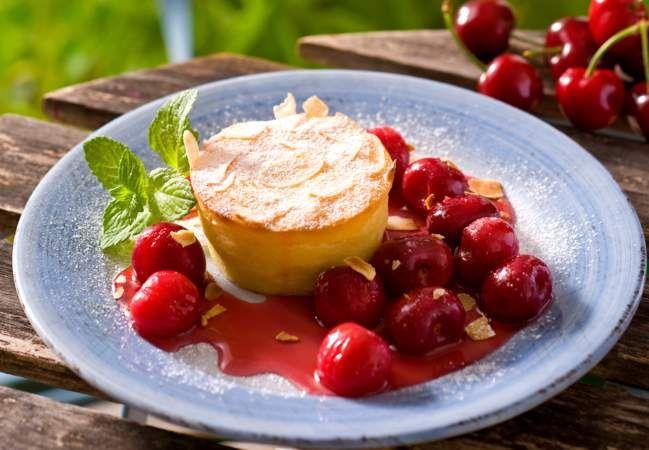 Nos Delicieuses Recettes A La Cerise En 2020 Recette Cheesecake Clafoutis Aux Cerises Congelees