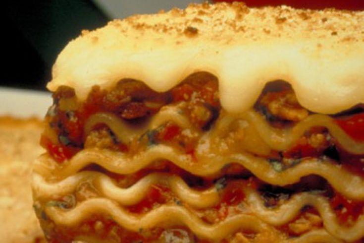 Cómo cocinar una lasagna congelada marca Stouffer's. Las comidas congeladas pueden ser salvavidas sin importar el tamaño de tu familia. Aunque pienses dos veces acerca de comprar comidas congeladas fáciles de preparar en casa, las comidas que requieren varios ingredientes o toman más de unos ...