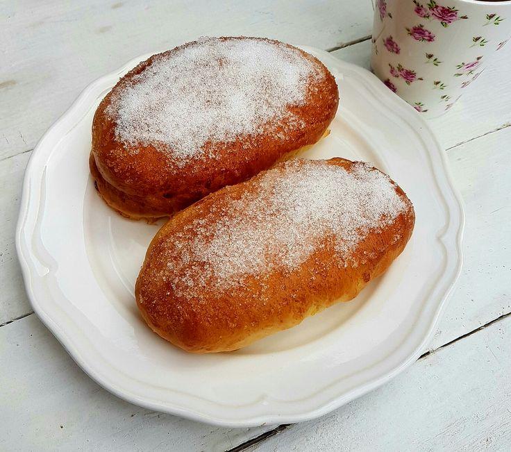 Le brioche con lo zucchero sono uguali a quelle del fornaio, qui al sud sono famosissime, ottime a scuola o per la merenda.