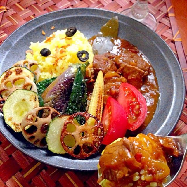 野菜たっぷりキーマにしようと思ったら前に牛テールと煮込んだスープ付きのお肉発見でWお肉(*≧艸≦)いつもあっという間に無くなっちゃうので倍作ったけどあるだけ食べちゃうみたいwww ご飯も多めに炊いたのに完食 - 64件のもぐもぐ - Beef curry w/ summer vegetableビーフカレー夏野菜添え by honeybunnyb